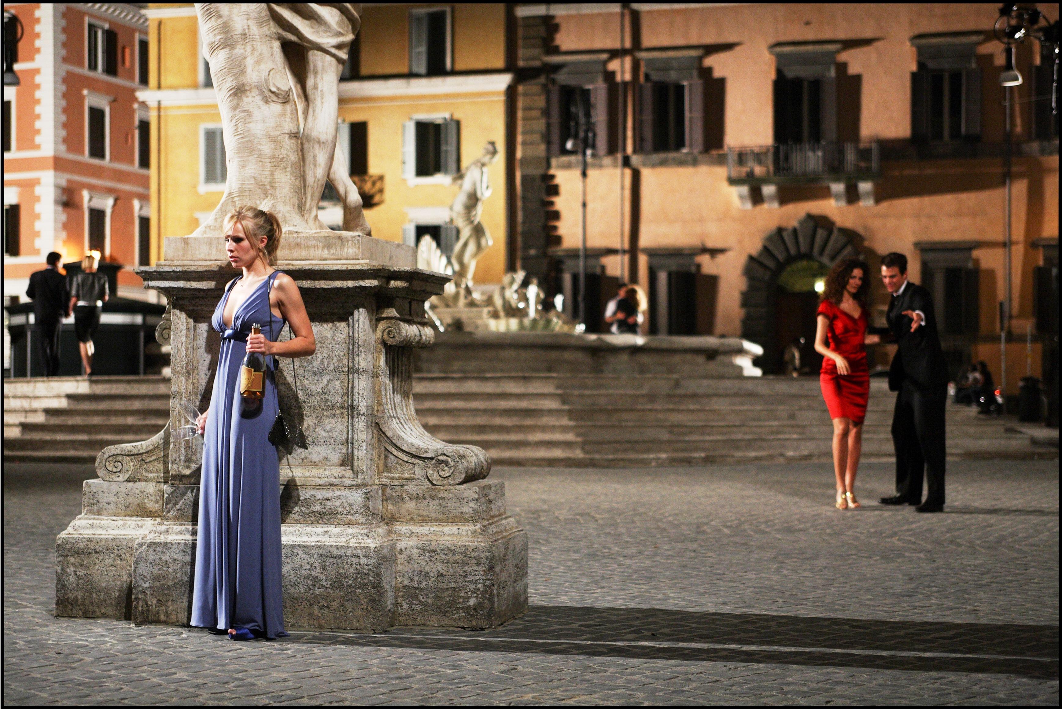 кадры из фильма Однажды в Риме Кристен Белл,