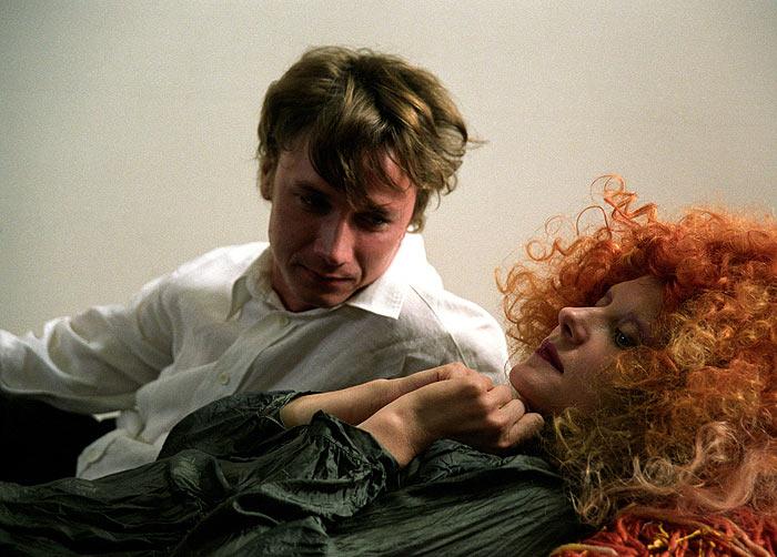 кадры из фильма Мне не больно Александр Яценко, Рената Литвинова,