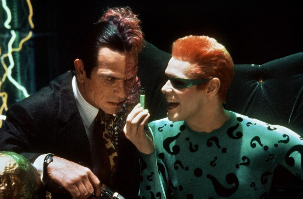 кадры из фильма Бэтмен навсегда Джим Кэрри, Томми Ли Джонс,