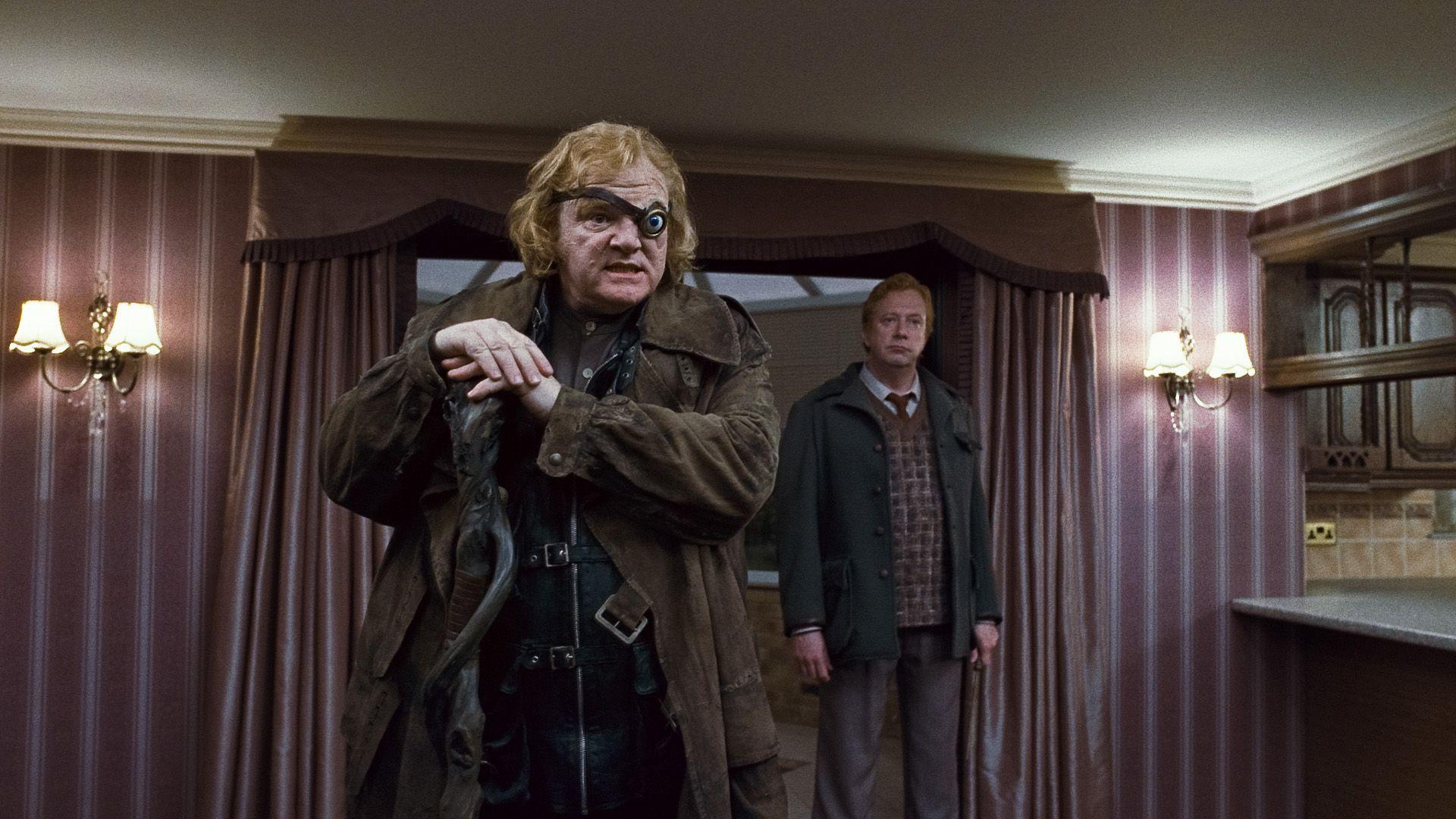 кадры из фильма Гарри Поттер и Дары Смерти: Часть первая Брендан Глисон, Марк Уильямс,