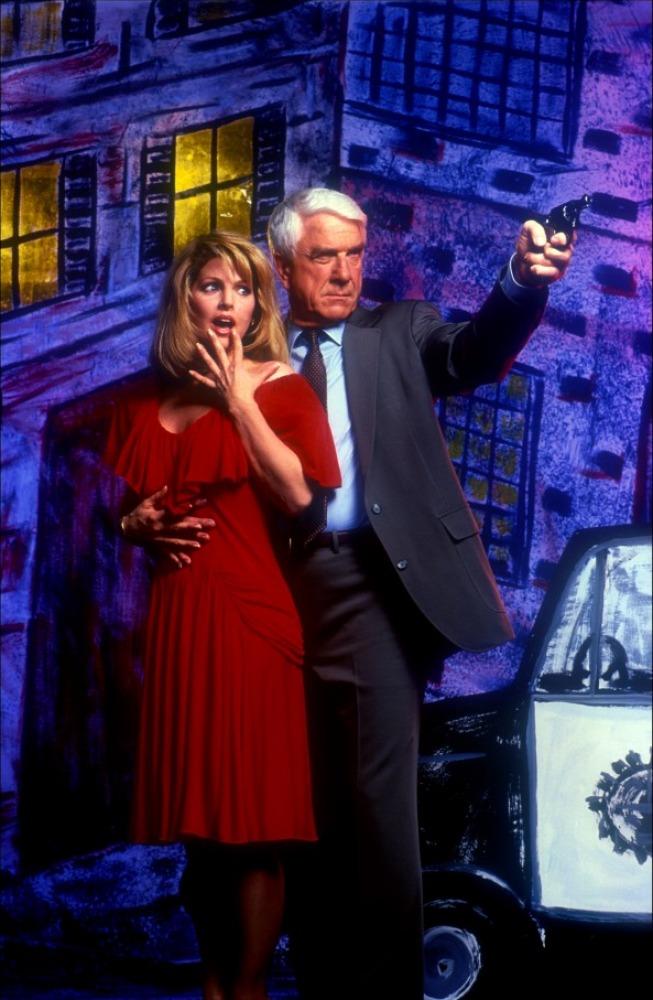 кадры из фильма Голый пистолет Присцилла Пресли, Лесли Нильсен,