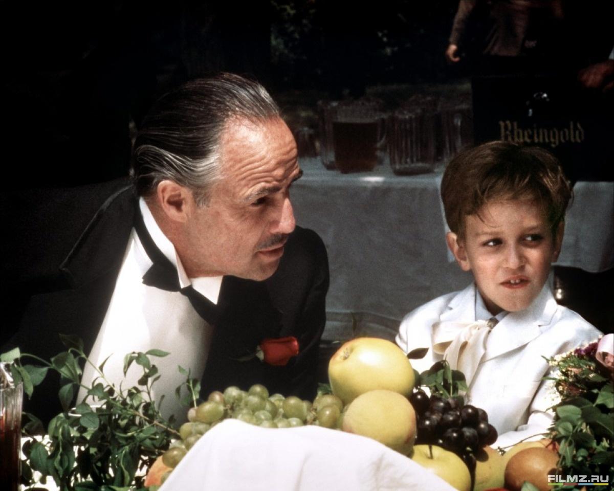 кадры из фильма Крестный отец Марлон Брандо,
