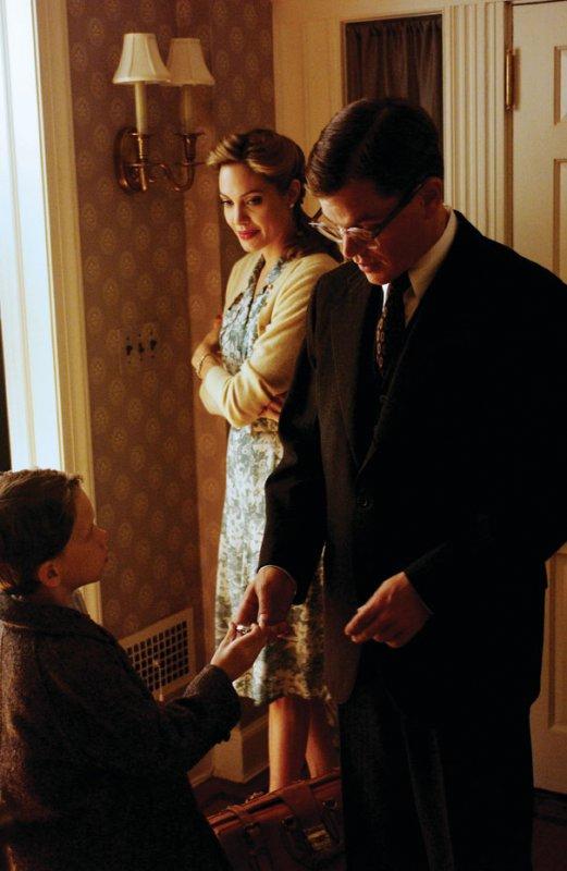 кадры из фильма Ложное искушение Анжелина Джоли, Мэтт Дэймон,