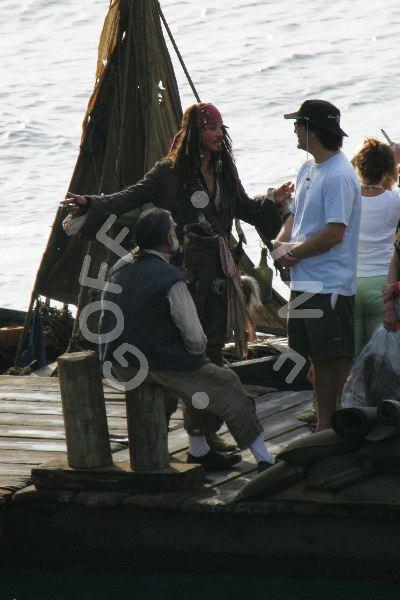 со съемок Пираты Карибского моря: Сундук мертвеца Кевин МакНэлли, Джонни Депп, Гор Вербински,