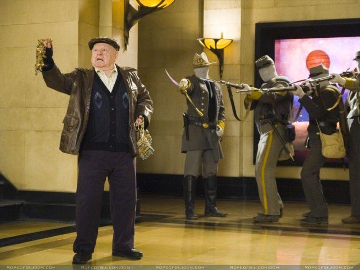 кадры из фильма Ночь в музее Микки Руни,