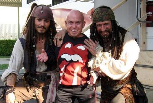 со съемок Пираты Карибского моря: На краю света Мартин Клебба, Кит Ричардс, Джонни Депп,