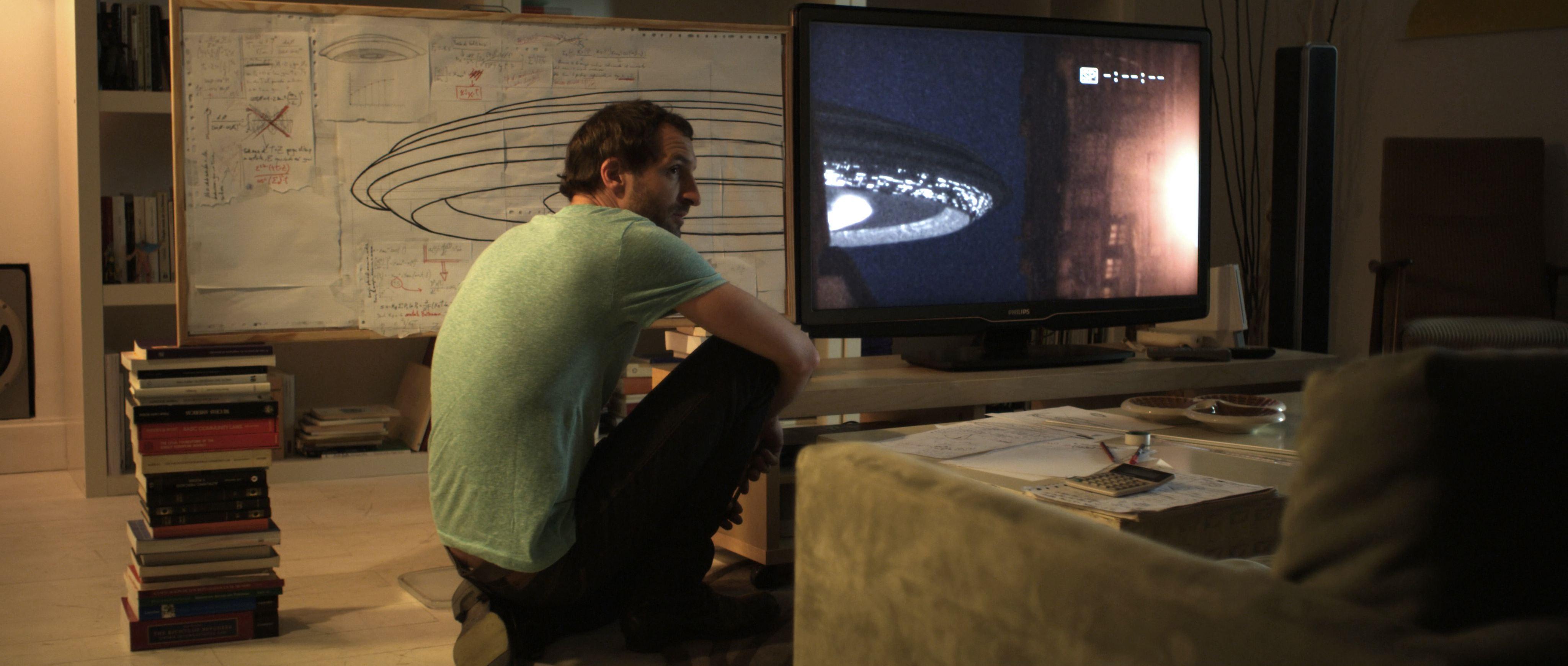 кадры из фильма Пришелец из космоса Хулиан Виллагран,