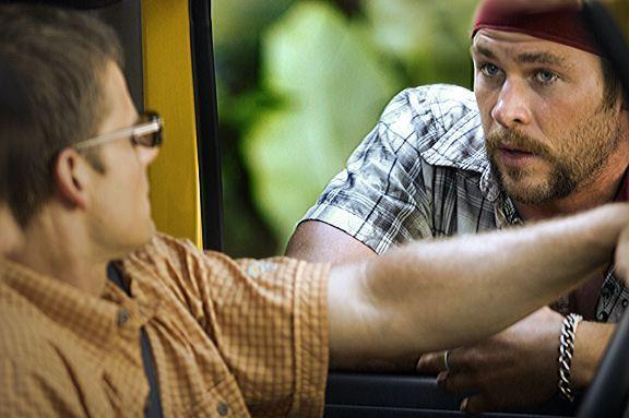 кадры из фильма Идеальный побег Стив Зан, Крис Хемсворт,