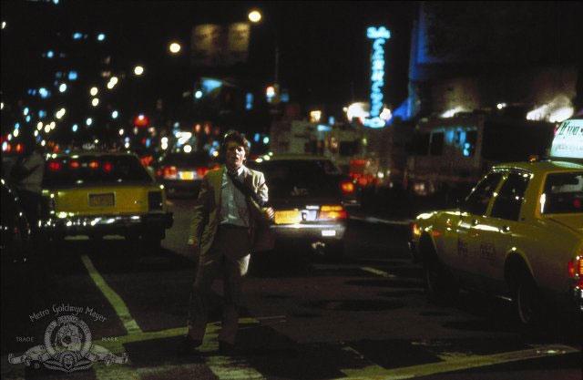кадры из фильма Яркие огни, большой город* Майкл Джей Фокс,