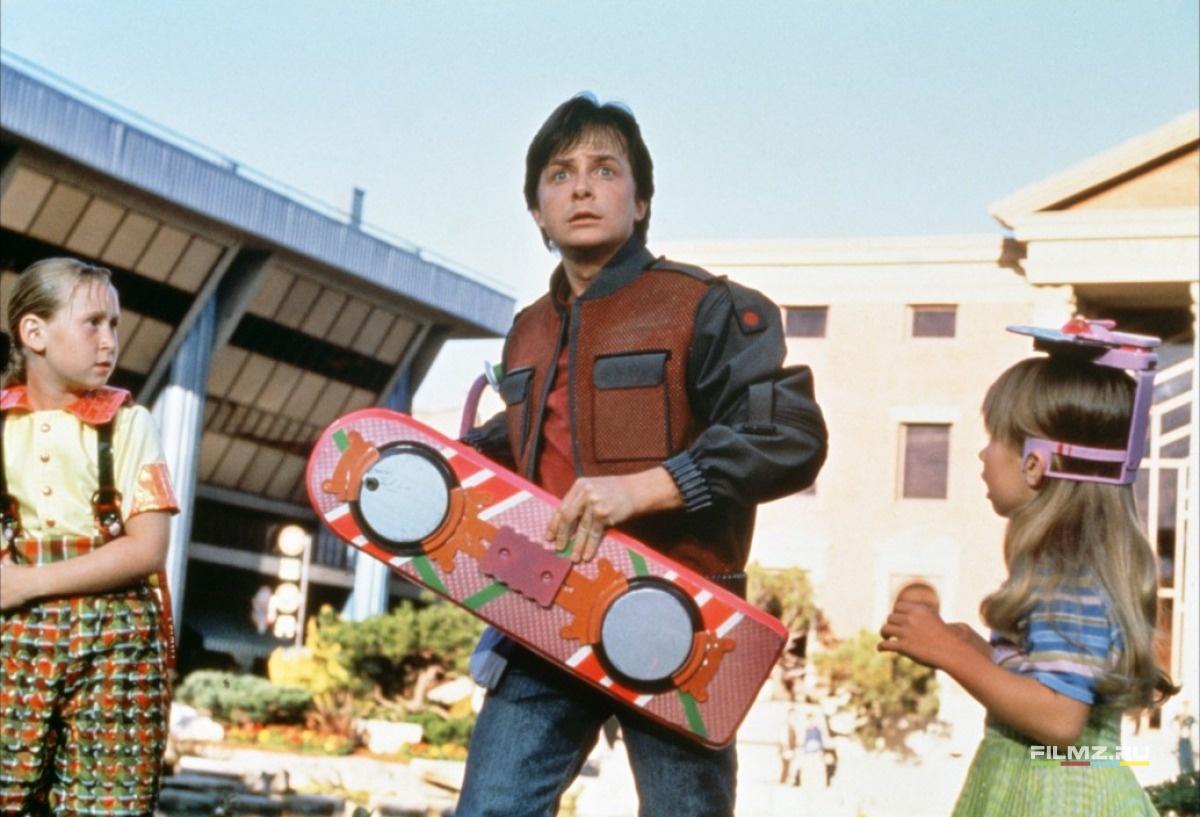 кадры из фильма Назад в будущее, часть II Майкл Джей Фокс,