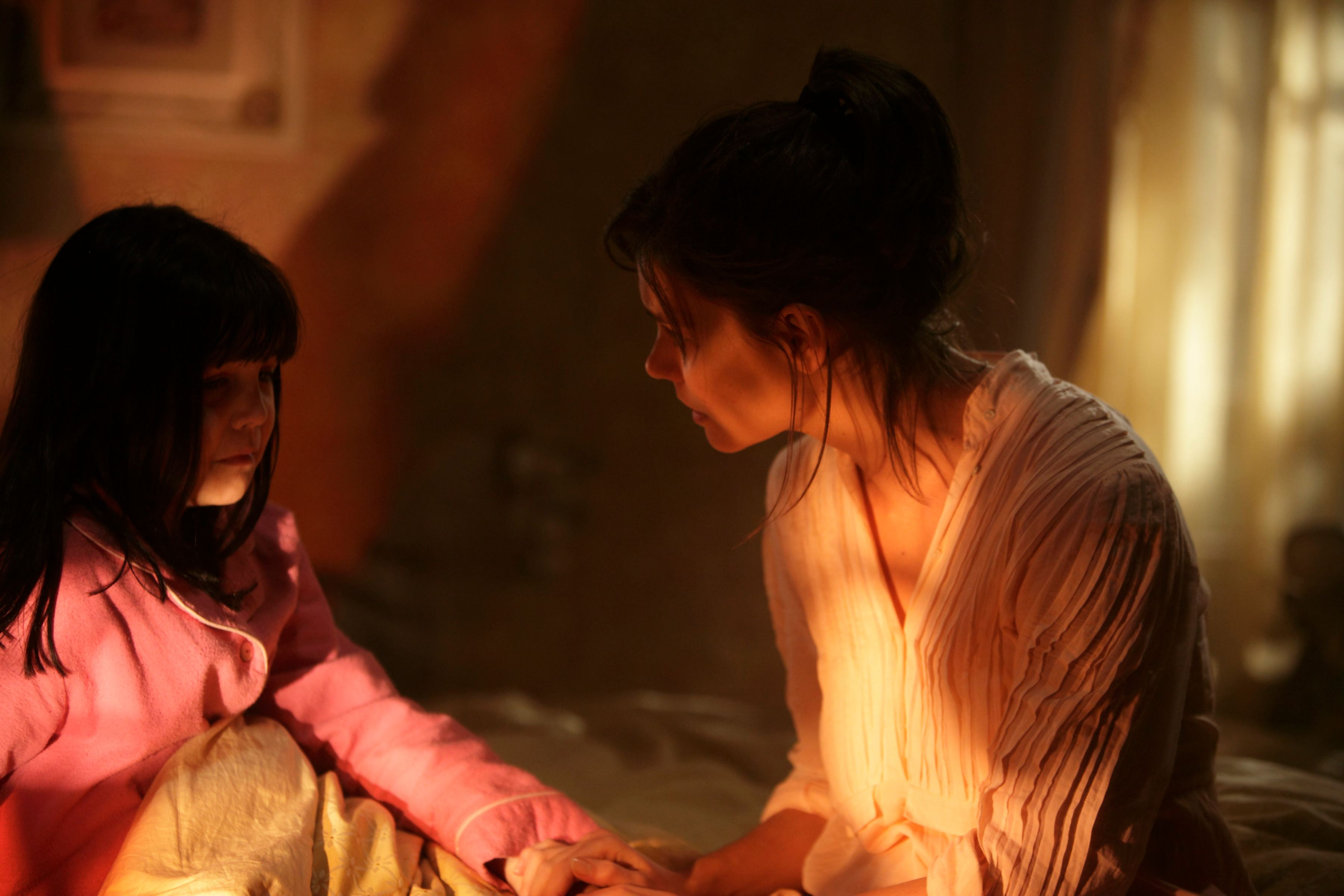 кадры из фильма Не бойся темноты Бэйли Мэдисон, Кэти Холмс,