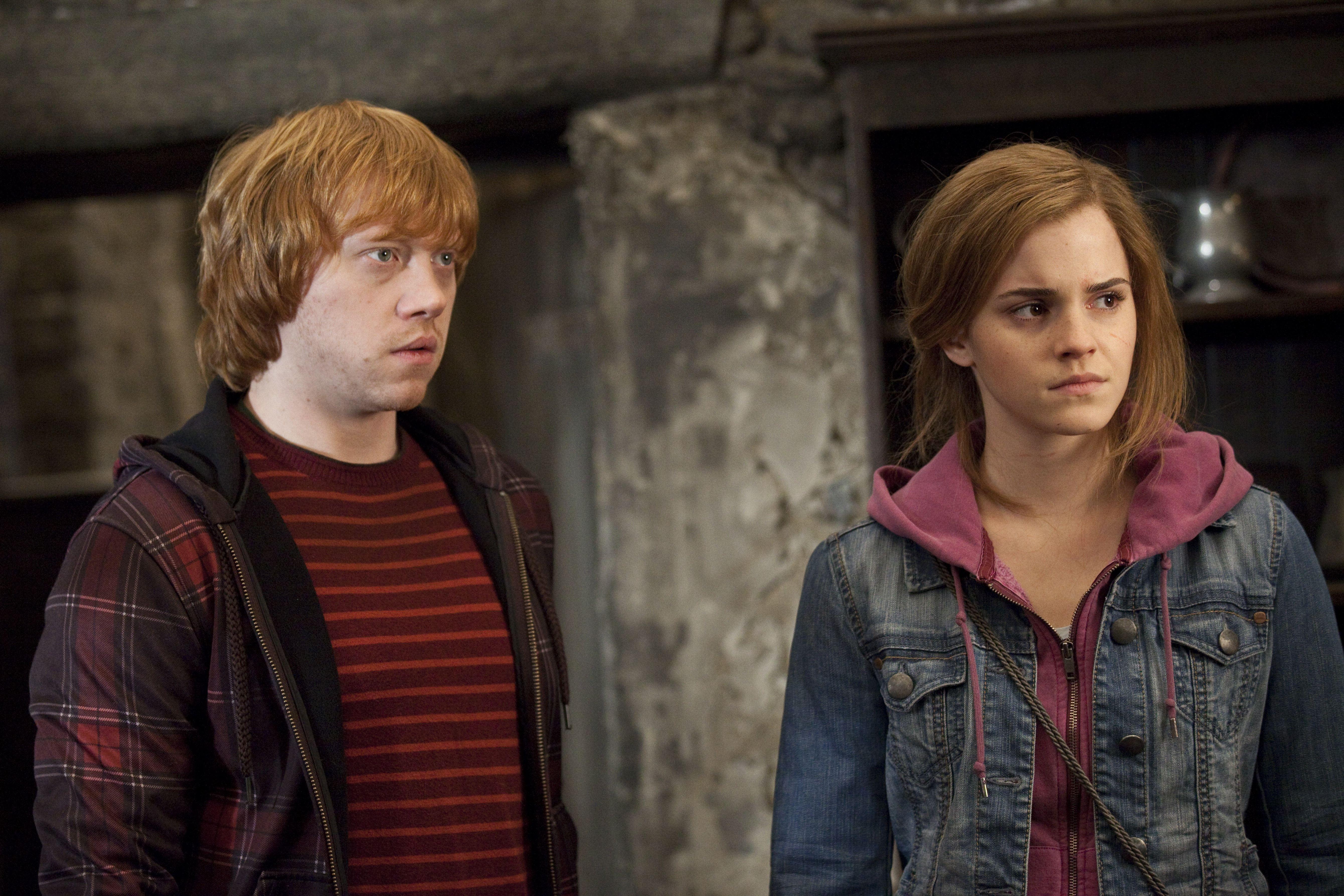 кадры из фильма Гарри Поттер и Дары Смерти: Часть вторая Руперт Гринт, Эмма Уотсон,