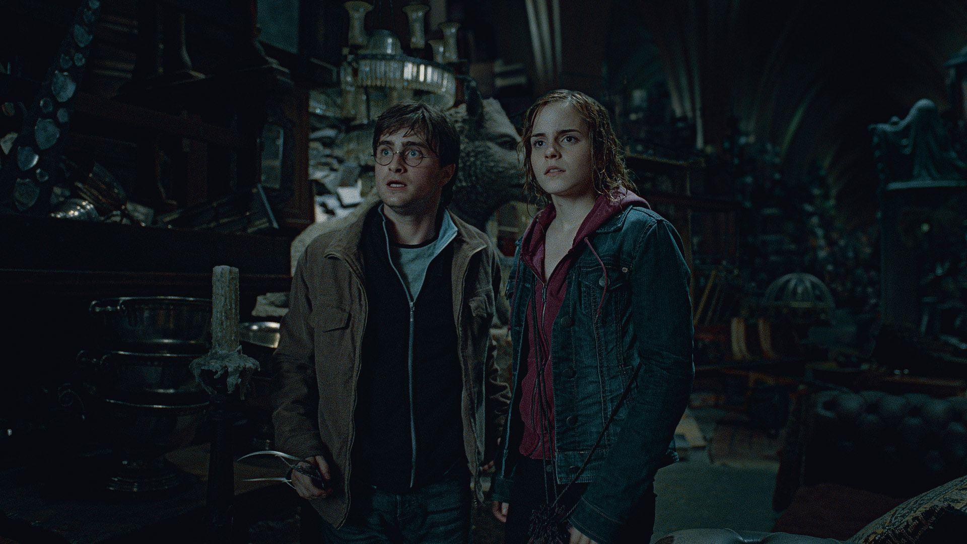 кадры из фильма Гарри Поттер и Дары Смерти: Часть вторая Дэниэл Рэдклифф, Эмма Уотсон,