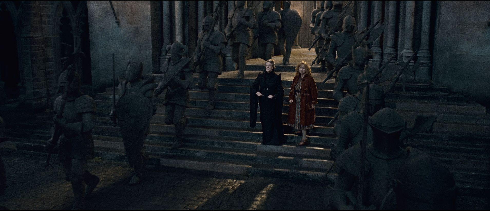 кадры из фильма Гарри Поттер и Дары Смерти: Часть вторая Мэгги Смит, Джули Уолтерс,