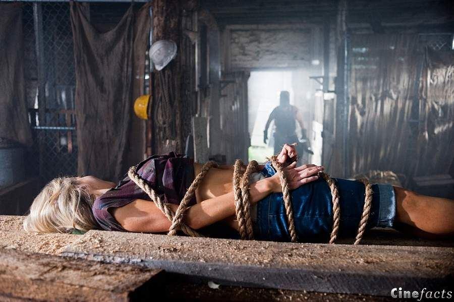 кадры из фильма Убойные каникулы Катрина Бауден, Тайлер Лэбайн,