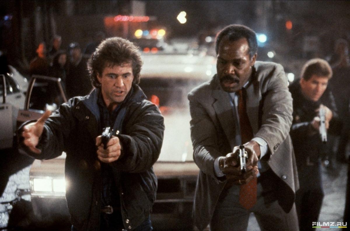 кадры из фильма Смертельное оружие 2 Дэнни Гловер, Мел Гибсон,