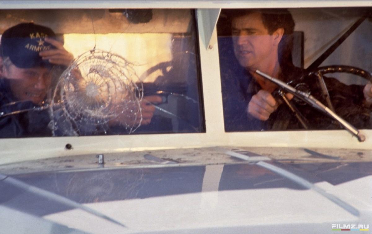 кадры из фильма Смертельное оружие 3 Мел Гибсон,