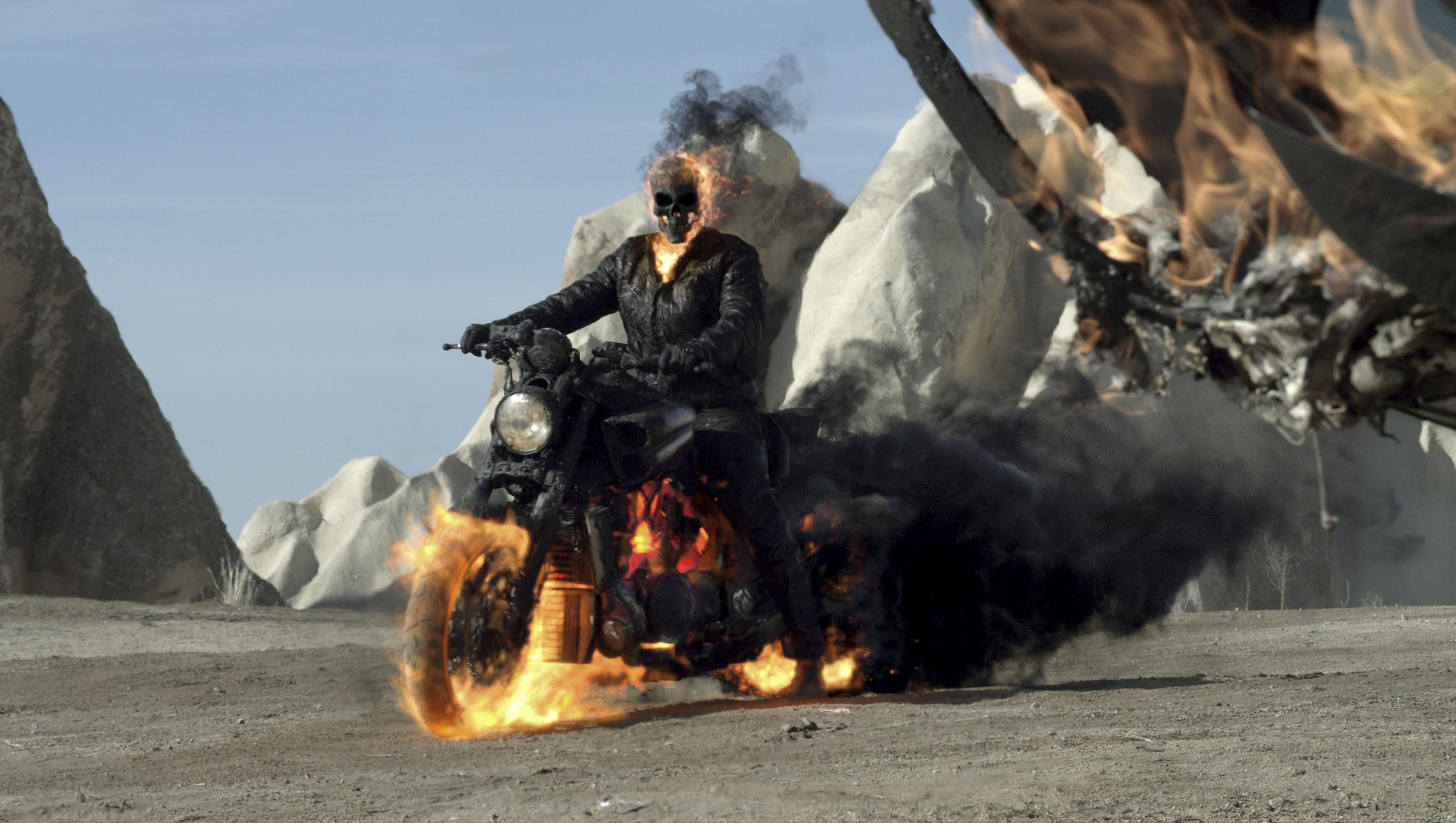 промо-слайды Призрачный гонщик 2 в 3D Николас Кейдж,