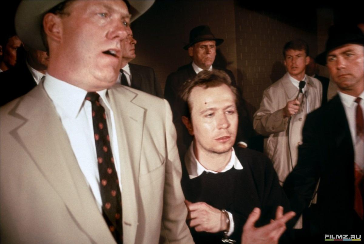 кадры из фильма Джон Ф. Кеннеди: Выстрелы в Далласе Гэри Олдман,