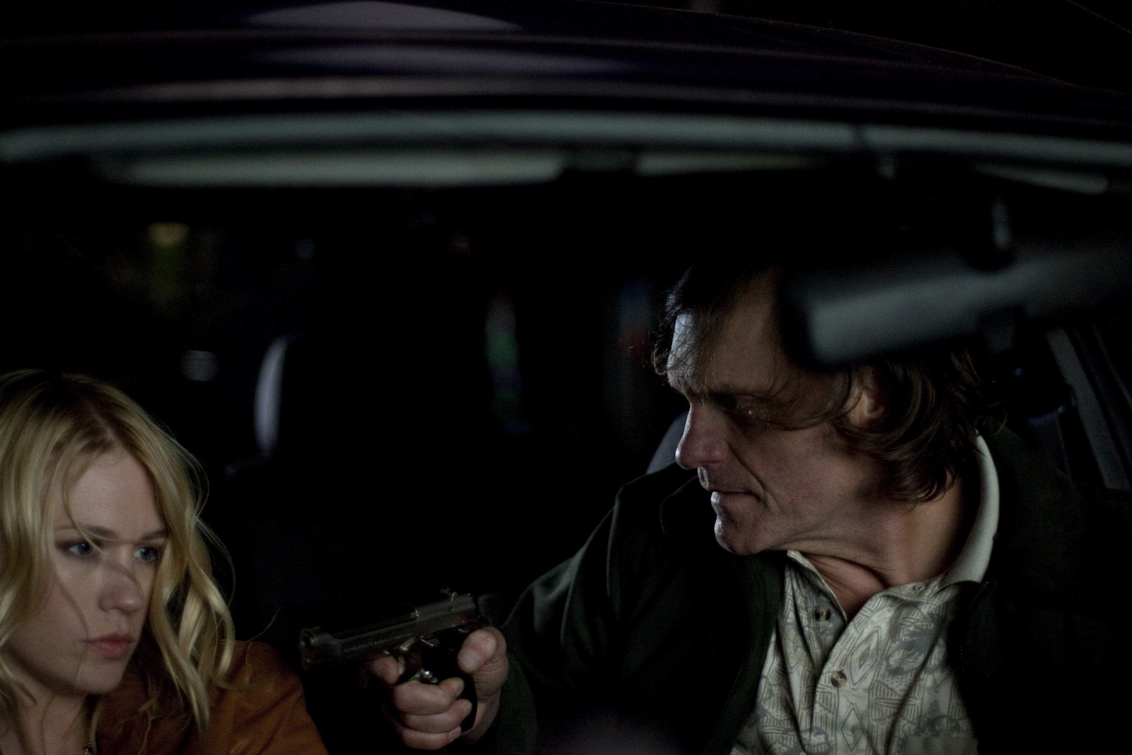 кадры из фильма Голодный кролик атакует Дженьюари Джонс,