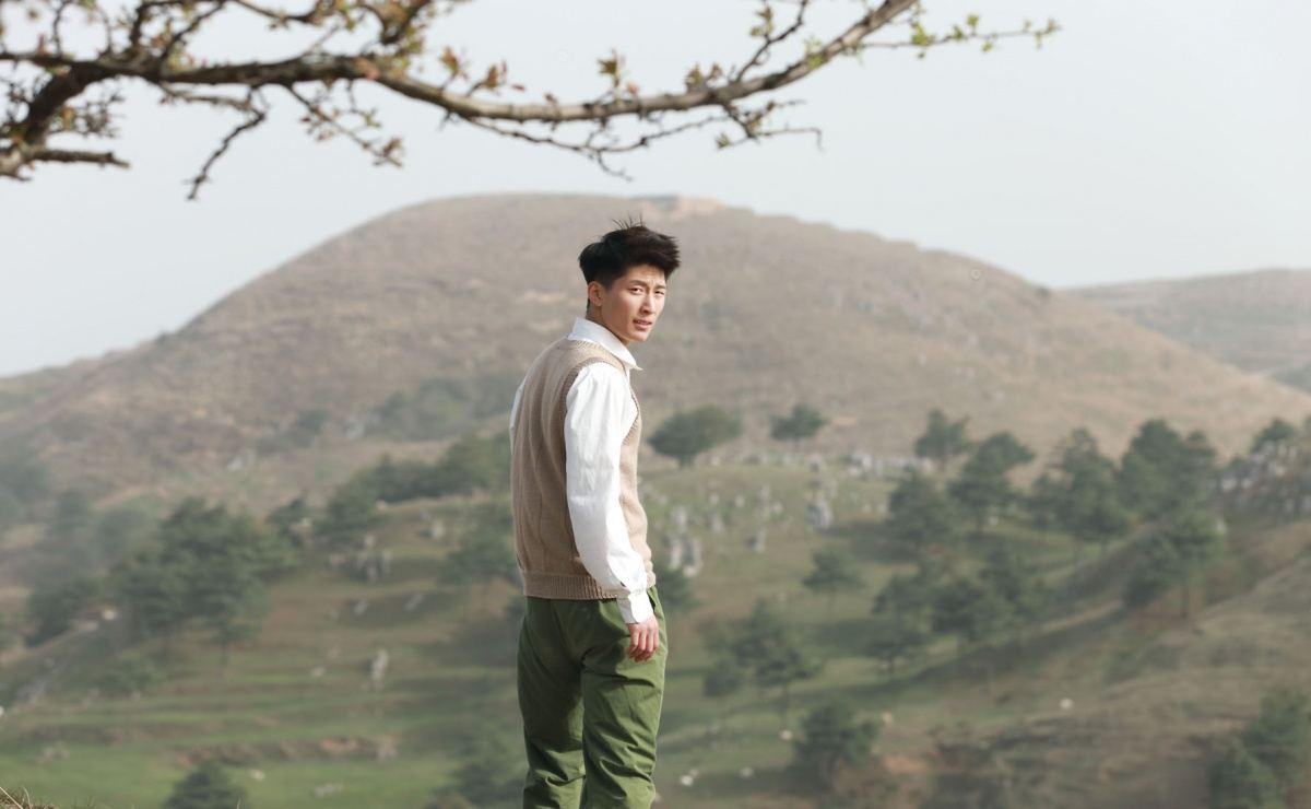 кадры из фильма Под ветвями боярышника Шон Доу,
