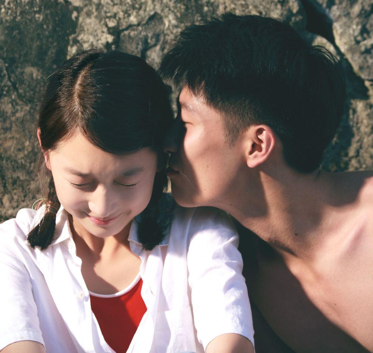 кадры из фильма Под ветвями боярышника Дунюй Чжоу, Шон Доу,