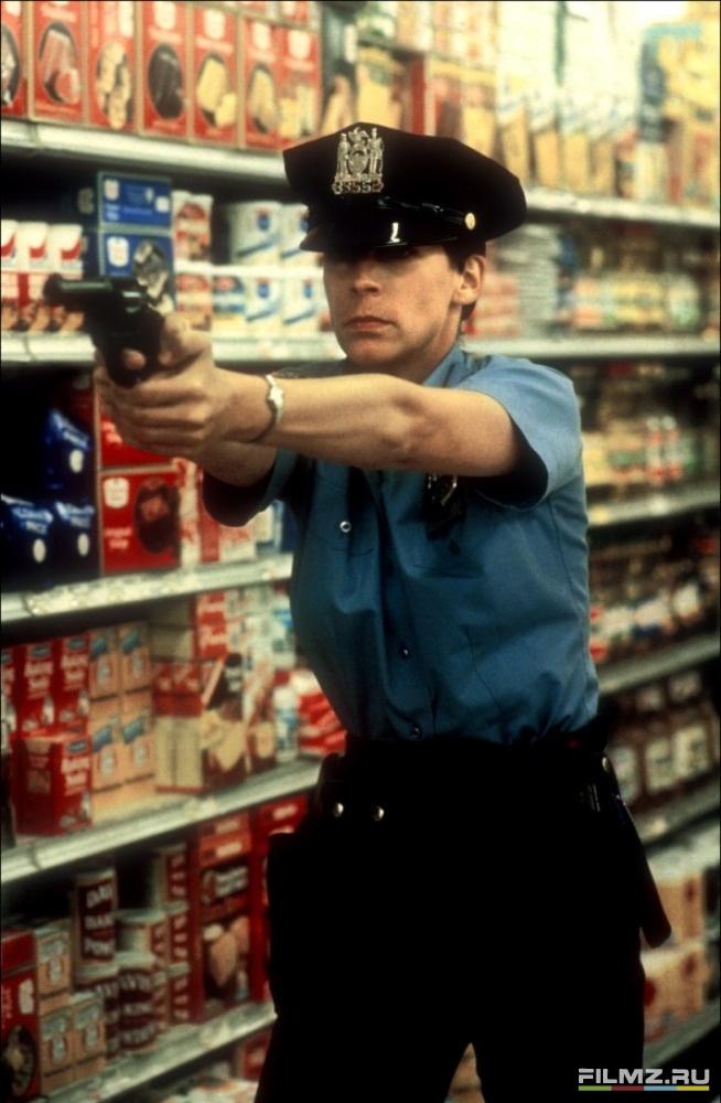 кадры из фильма Голубая сталь Джейми Ли Кертис,