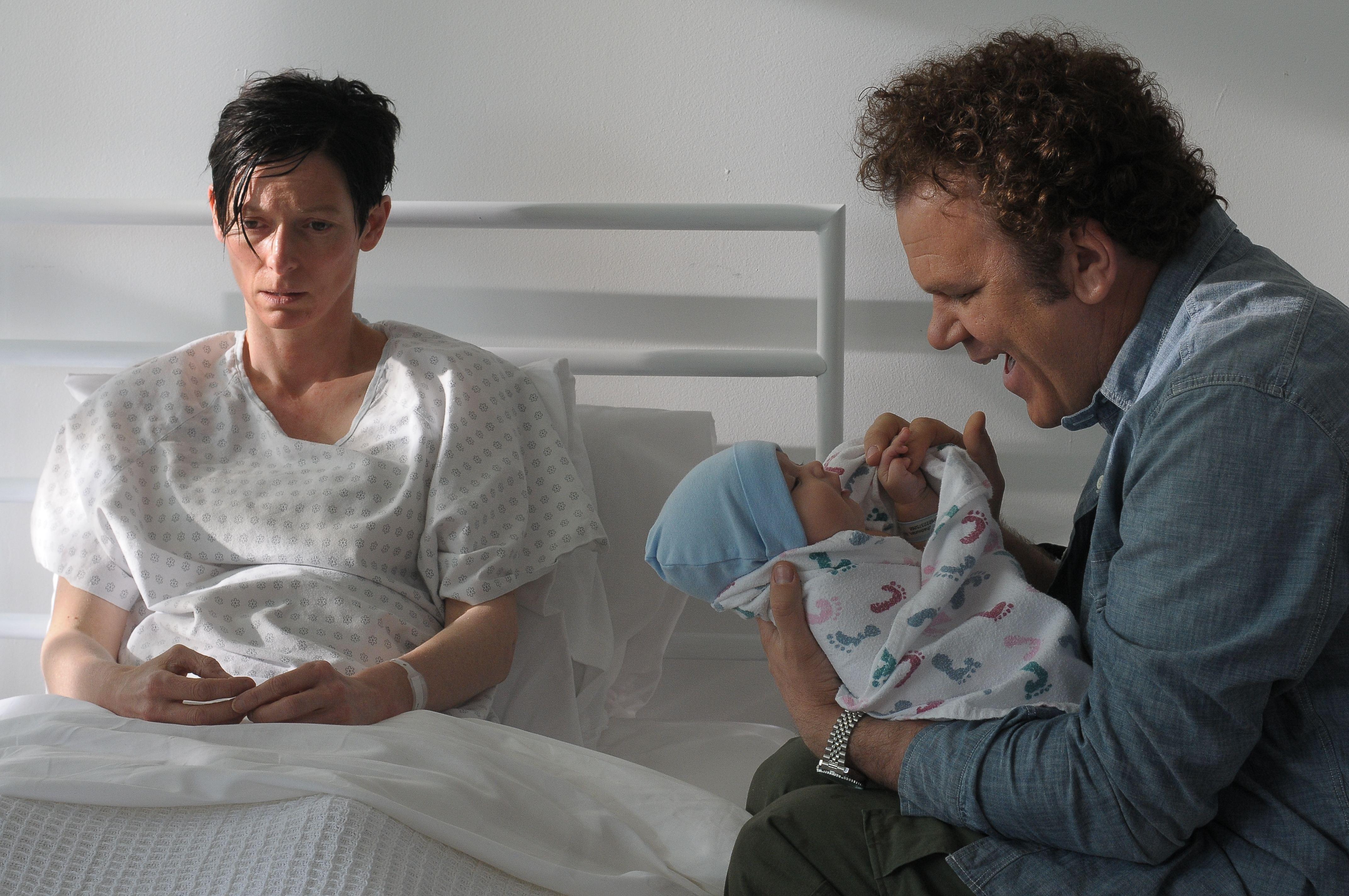 кадры из фильма Что-то не так с Кевином Тильда Суинтон, Джон Си Рэйли,