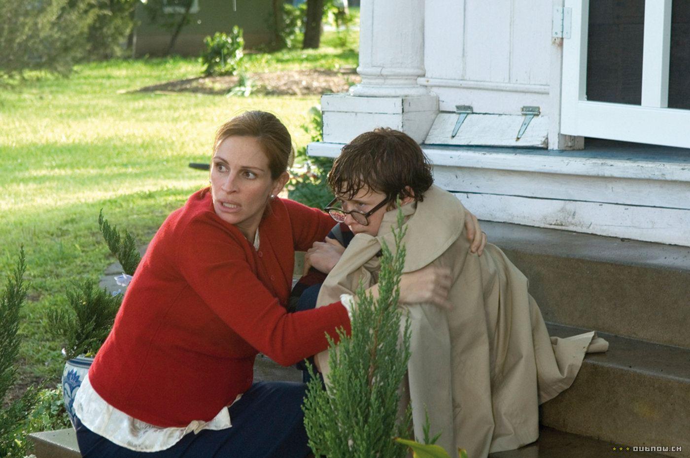 кадры из фильма Светлячки в саду Джулия Робертс, Кэйден Бойд,