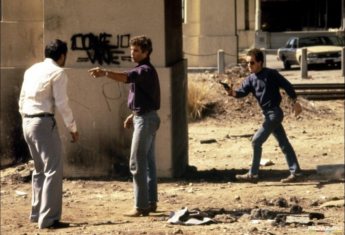 кадры из фильма Жить и умереть в Лос-Анджелесе Уильям Петерсен, Джон Панкоу,