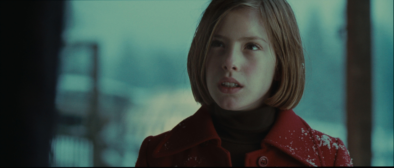 кадры из фильма Ева: Искусственный разум Клаудиа Вега,