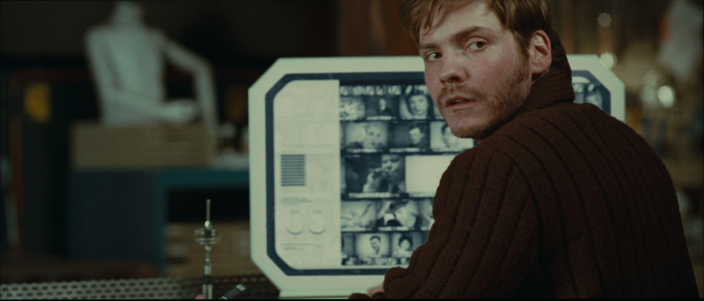 кадры из фильма Ева: Искусственный разум Даниэль Брюль,