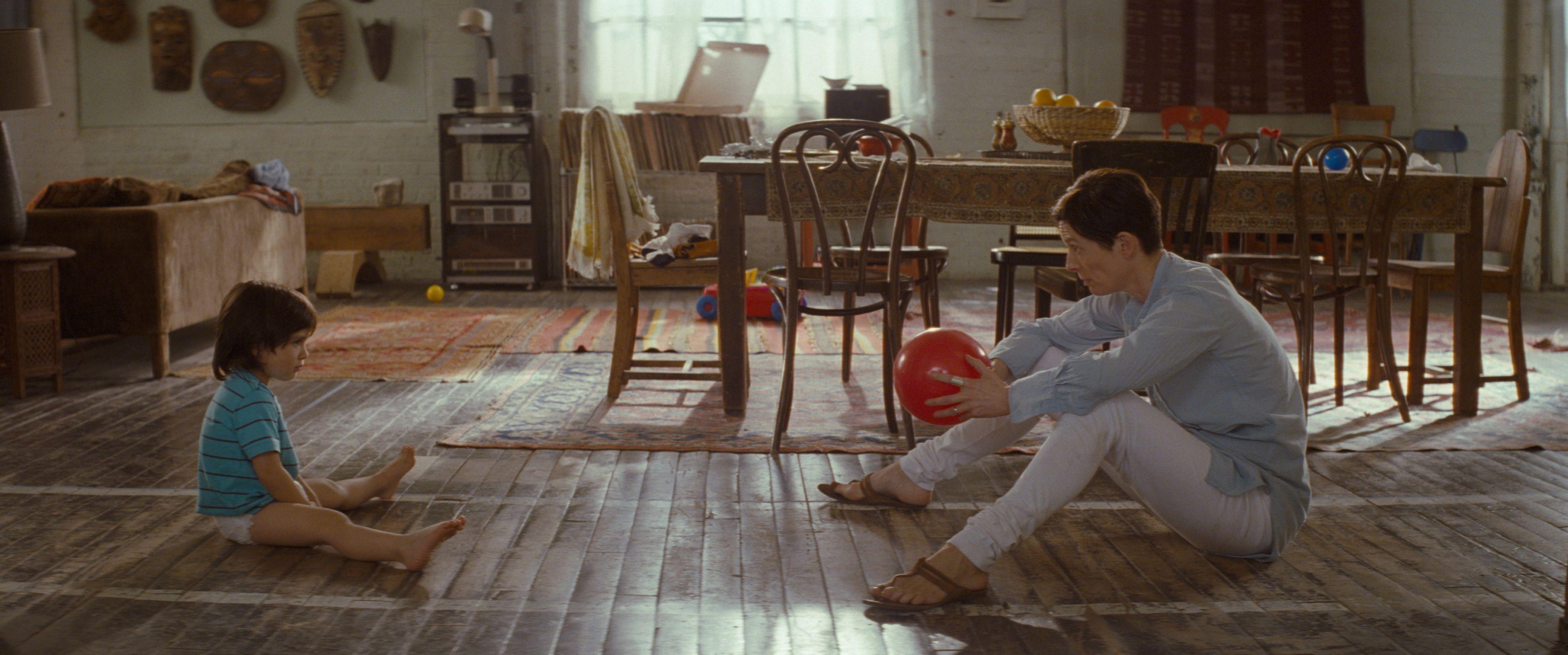 кадры из фильма Что-то не так с Кевином Тильда Суинтон,