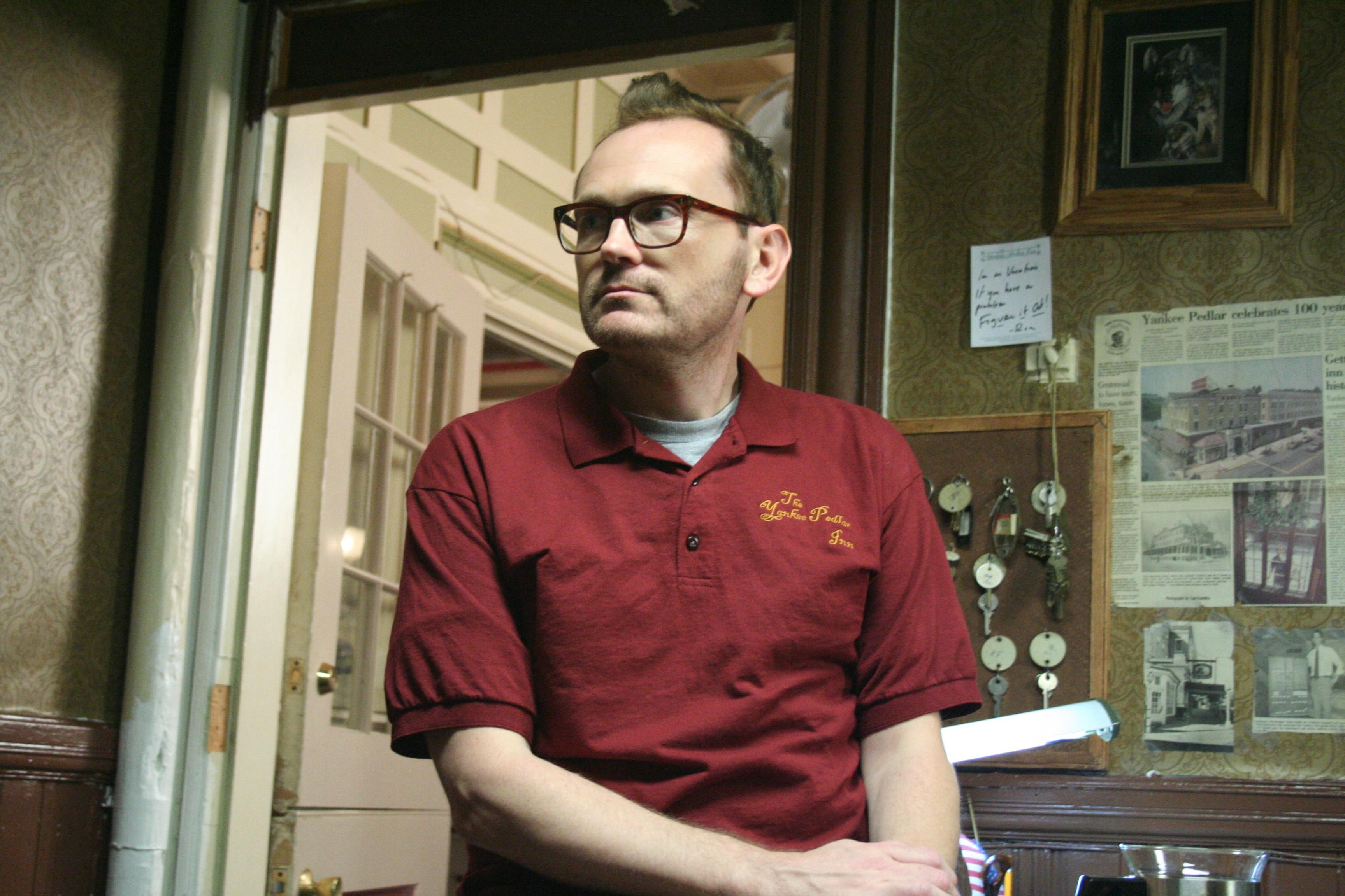 кадры из фильма Тайны старого отеля Пэт Хили,