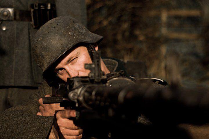 кадры из фильма Сопротивление*