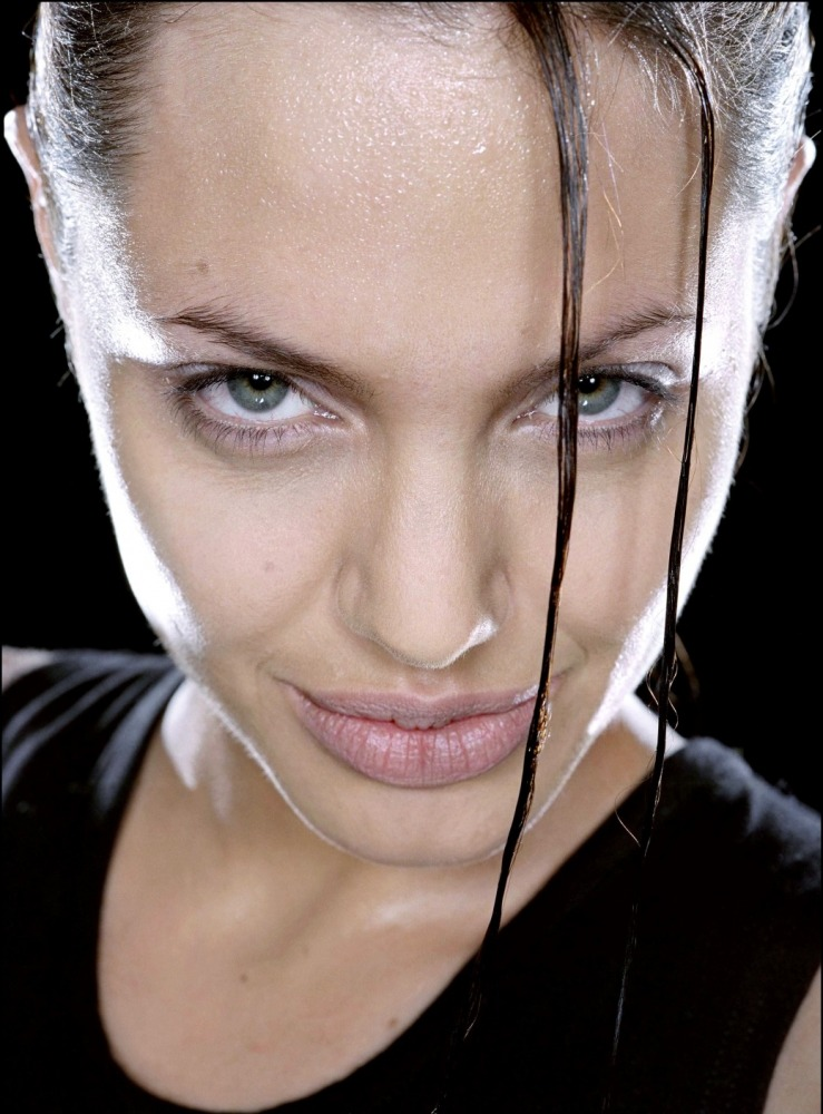 промо-слайды Лара Крофт: Расхитительница гробниц Анджелина Джоли,