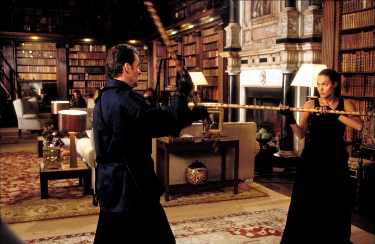 кадры из фильма Лара Крофт, Расхитительница гробниц: Колыбель жизни Анджелина Джоли,