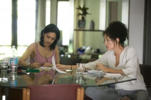 кадры из фильма Ее сердце Арчи Панджаби, Анжелина Джоли,