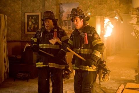 кадры из фильма Чак и Ларри: Пожарная свадьба Кевин Джеймс, Адам Сэндлер,