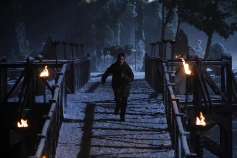 кадр №11357 из фильма Восход тьмы