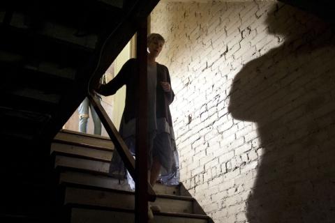 кадры из фильма Тайны старого отеля Келли МакГиллис,