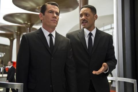 кадры из фильма Люди в черном 3 Джош Бролин, Уилл Смит,