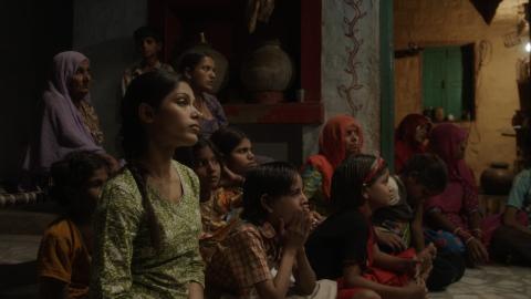 кадры из фильма Красавица из трущоб Фрида Пинто,