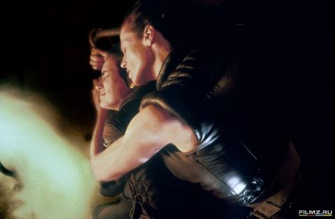 кадры из фильма Чужой 4: Воскрешение Вайнона Райдер, Сигурни Уивер,