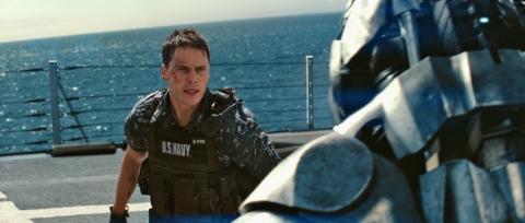 кадры из фильма Морской бой Тэйлор Китч,