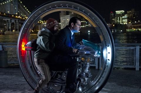 кадры из фильма Люди в черном 3 Майкл Стулбарг, Джош Бролин,