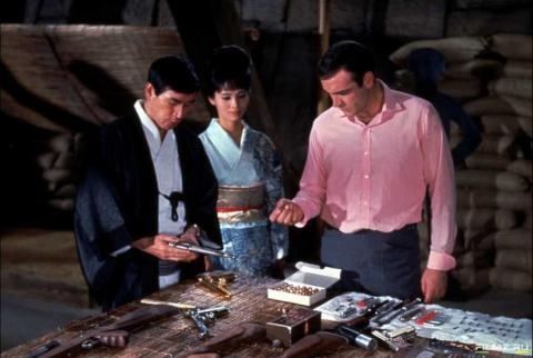 кадры из фильма Живешь только дважды Акико Вакабаяши, Шон Коннери,