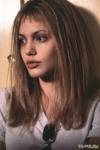 кадры из фильма Прерванная жизнь Анжелина Джоли,