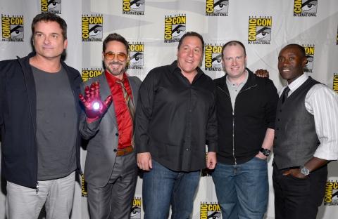 фотосессия «Железный человек 3» на Comic-Con 2012 Шейн Блэк, Кевин Файги, Джон Фавро, Дон Чидл, Роберт Дауни-мл.,
