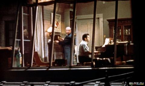 кадр №130631 из фильма Окно во двор